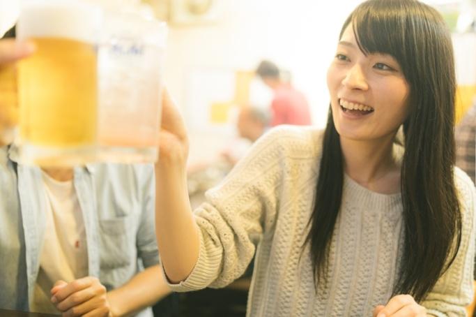 お花見などでついつい増えてしまうお酒の量…つらい二日酔いを撃退する方法とは。